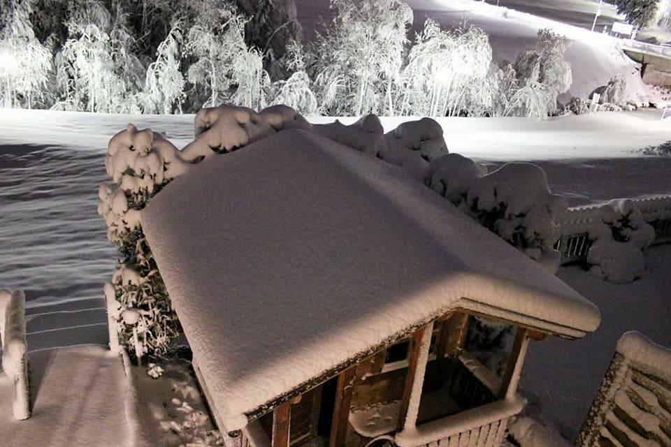 بالصور : عواصف ثلجية قوية تضرب جبال الألب وسط أوروبا