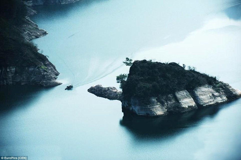 جزيرة في الصين تظهر فقط خلال فصل الربيع