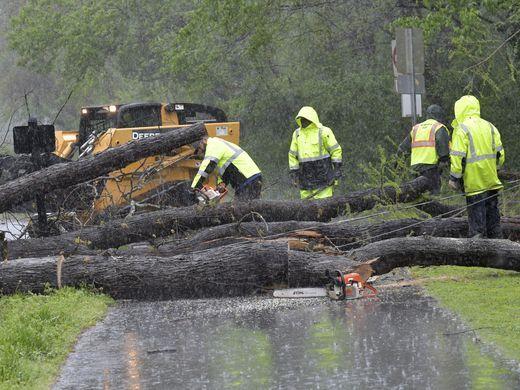 الأعاصير والعواصف تجتاح عدة مناطق في الولايات المتحدة