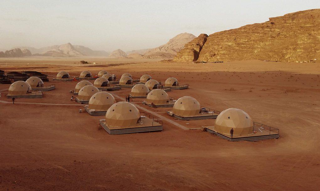 """""""فريدوميس وسونسيتي كامب"""".. مخيم صحراوي أردني يحاكي الحياة على المريخ"""