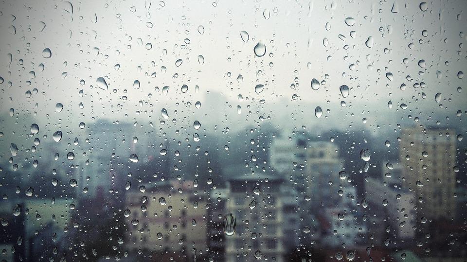 منخفض جوي الأربعاء والخميس يترافق بالأمطار والرياح القوية وانخفاض كبير على الحرارة