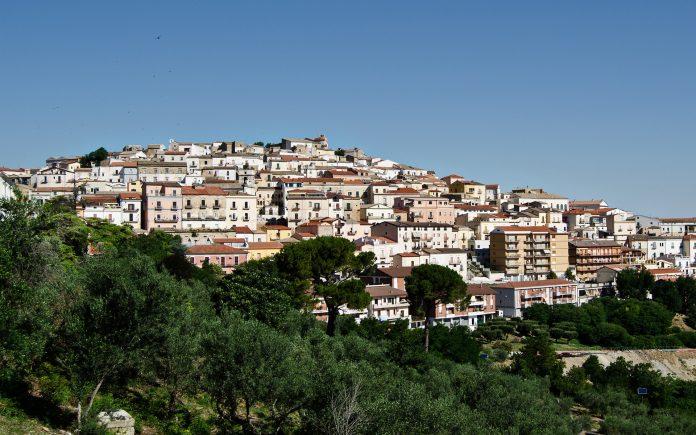 بلدة إيطالية تهدي أي شخص يرغب بالسكن فيها مبالغ مالية